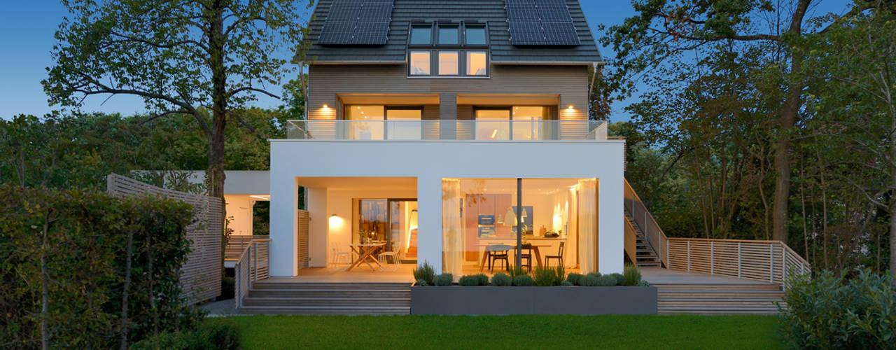 Casas estilo moderno: ideas, arquitectura e imágenes de Bau-Fritz GmbH & Co. KG Moderno
