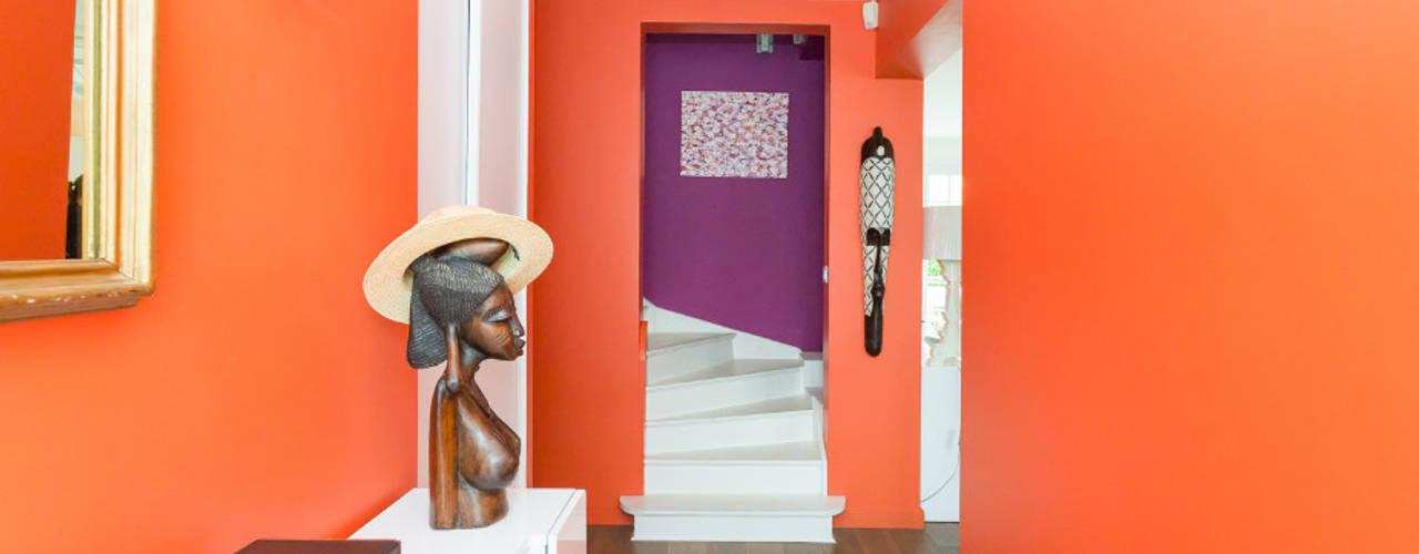 Corredores e halls de entrada  por Katia Rocchia Home Designer