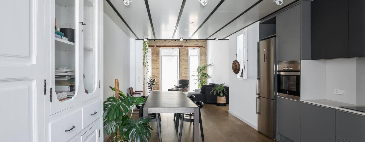 Comedores de estilo  por amBau Gestion y Proyectos, Moderno