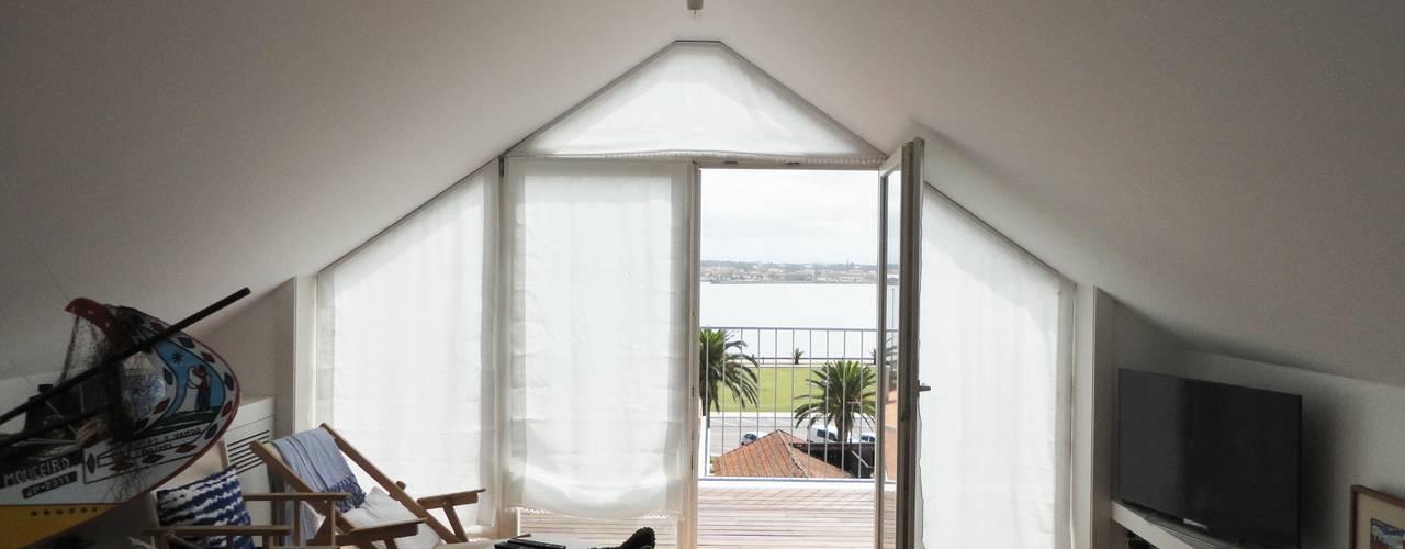 Ruang Keluarga by GAAPE - ARQUITECTURA, PLANEAMENTO E ENGENHARIA, LDA