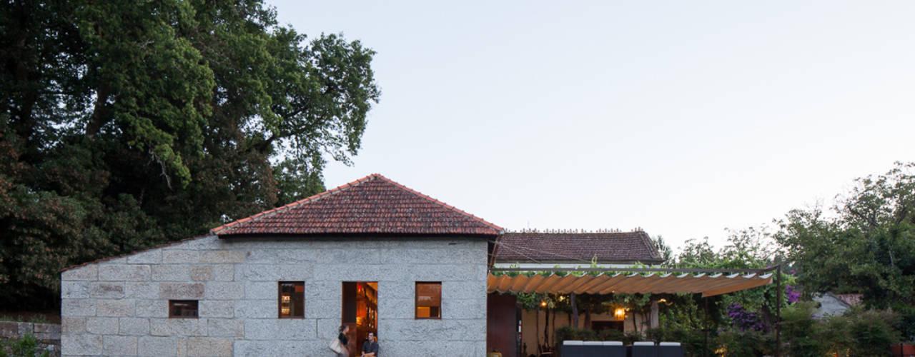 Pena Restaurante Bar - Recuperação e reformulação de alambique.: Espaços de restauração  por raul sousa cardoso arqt