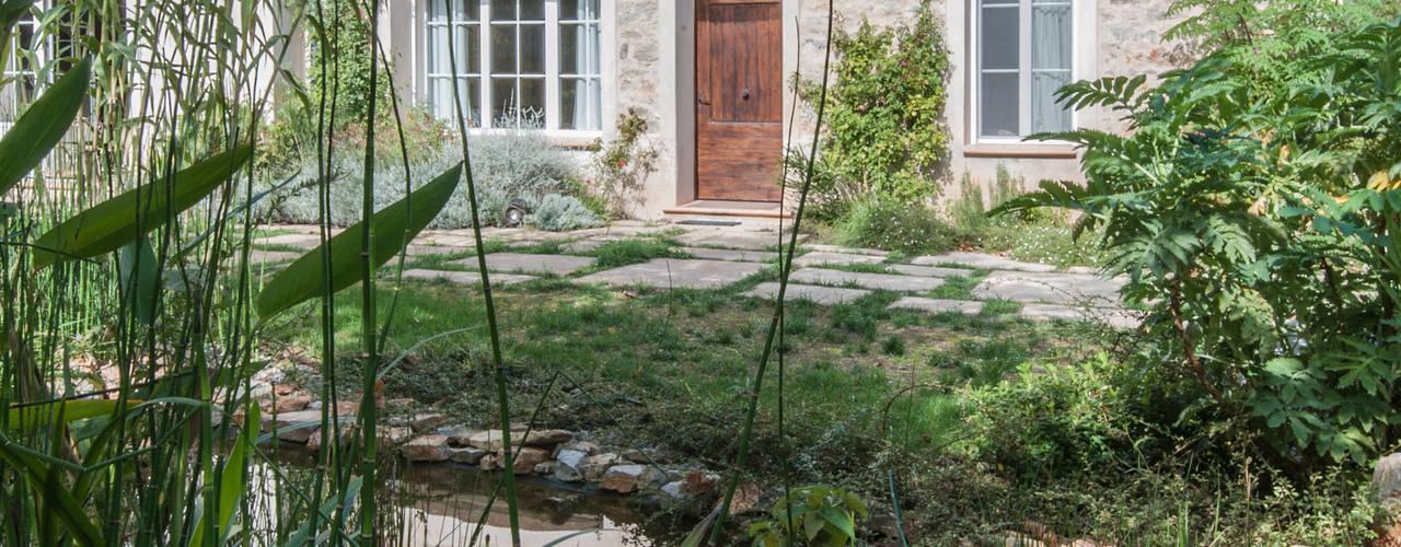 extension d'une maison au coeur d'un domaine viticole du Var Piscine méditerranéenne par goodnova godiniaux Méditerranéen