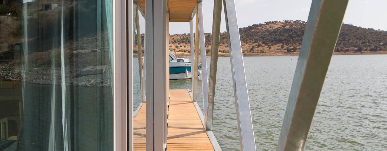 FloatWing: Terraços  por Friday, Ciência e Engenharia do Lazer, SA