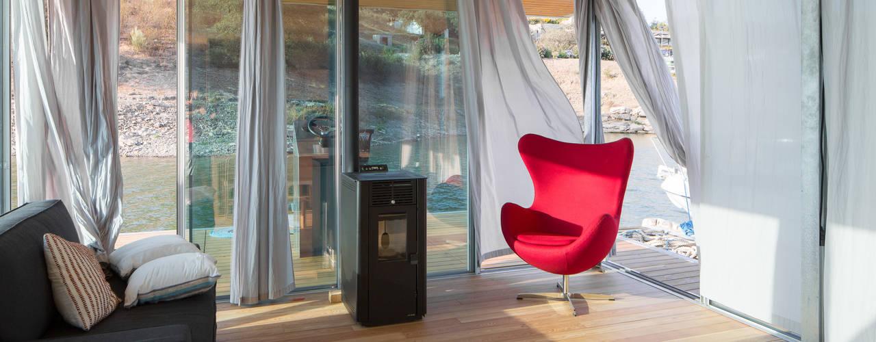 Friday, Ciência e Engenharia do Lazer, SA Eclectic style living room