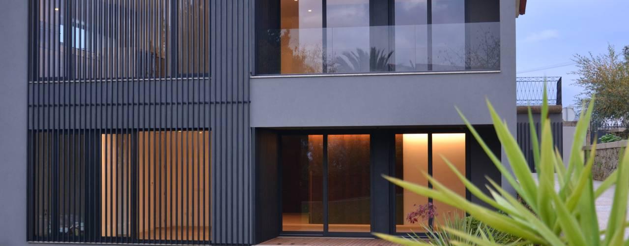 Projekty, nowoczesne Domy zaprojektowane przez PAULA NOVAIS ARQUITECTOS E DESIGN