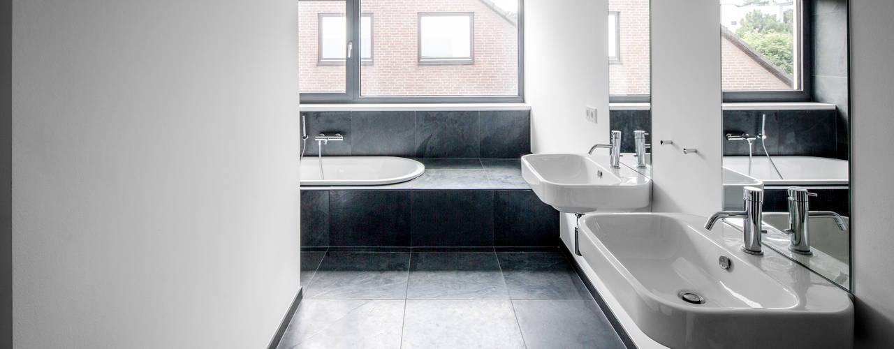 Ванные комнаты в . Автор – Corneille Uedingslohmann Architekten