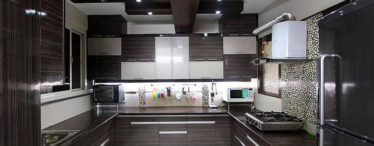Modular Kitchen: modern  by S.R. Buildtech – The Gharexperts,Modern