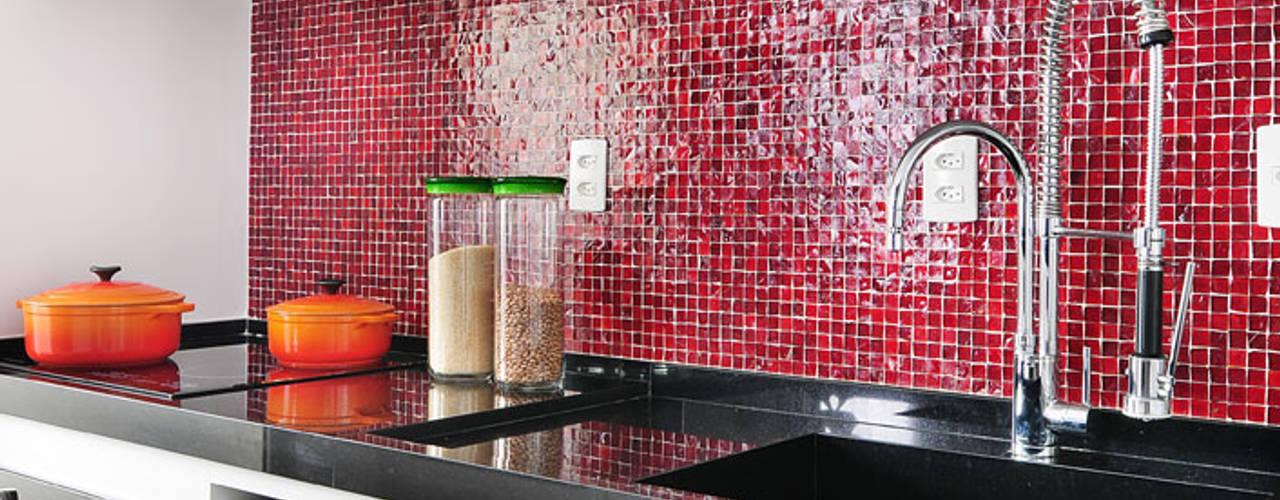 ミニマルデザインの キッチン の Mario Catani - Arquitetura e Decoração ミニマル
