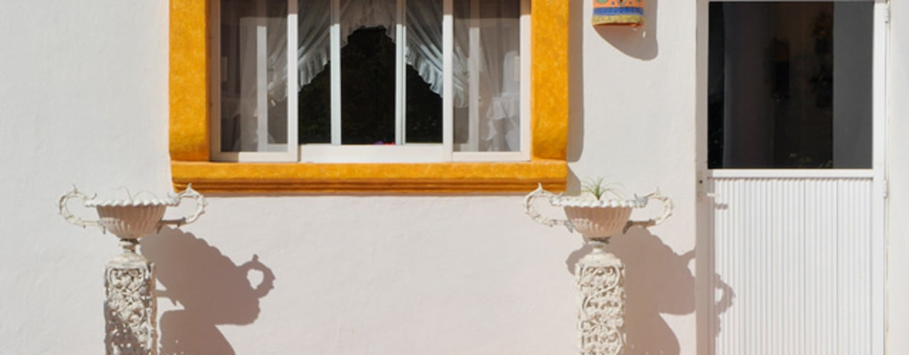 Excelencia en Diseño Colonial windows & doors Bricks White