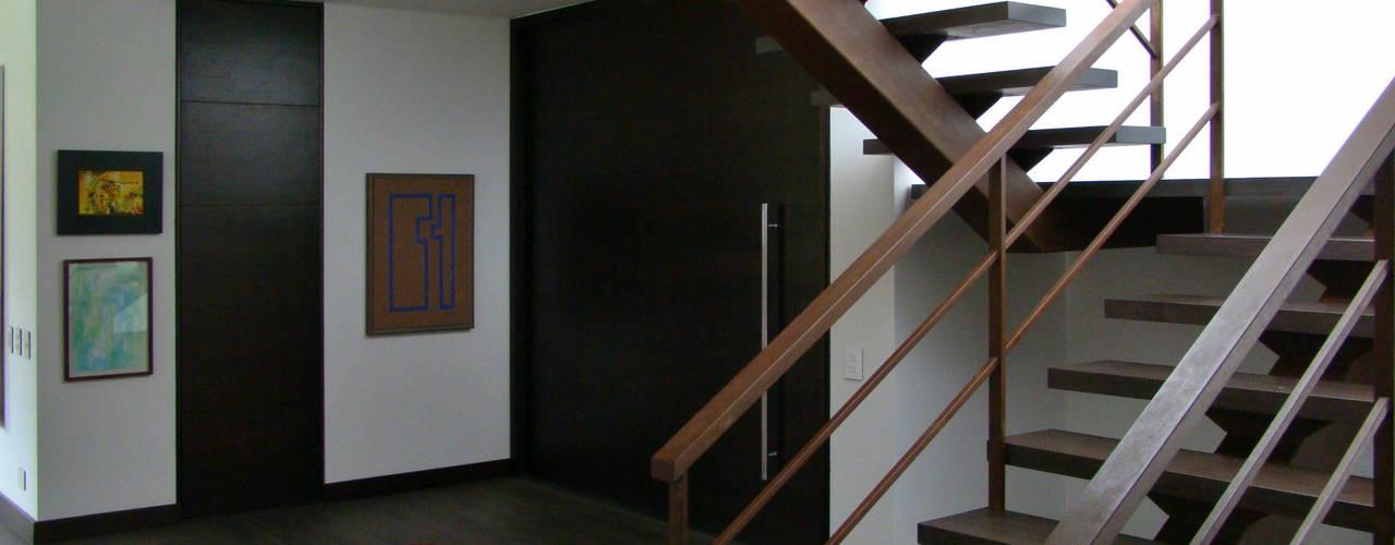 Pasillos y vestíbulos de estilo  por David Macias Arquitectura & Urbanismo