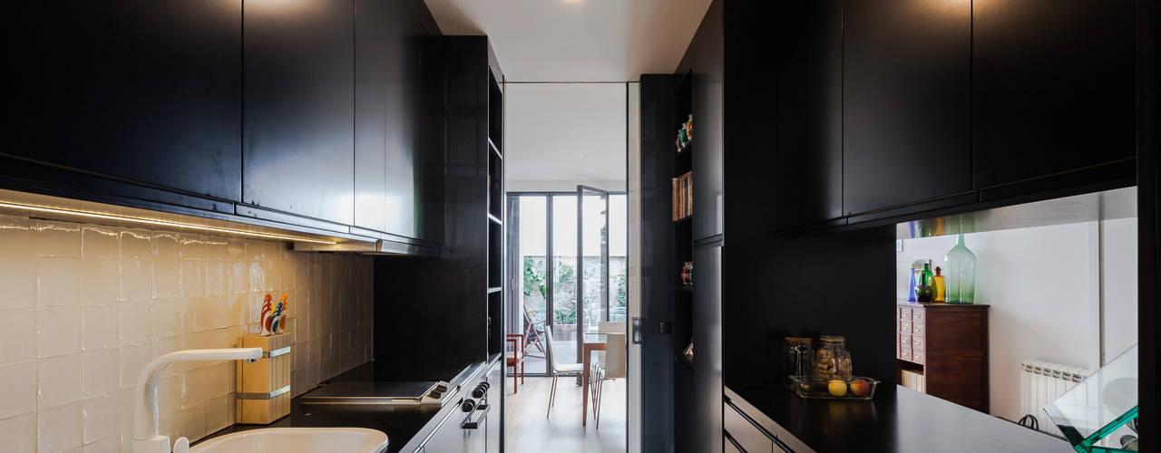 Cucina moderna di Floret Arquitectura Moderno