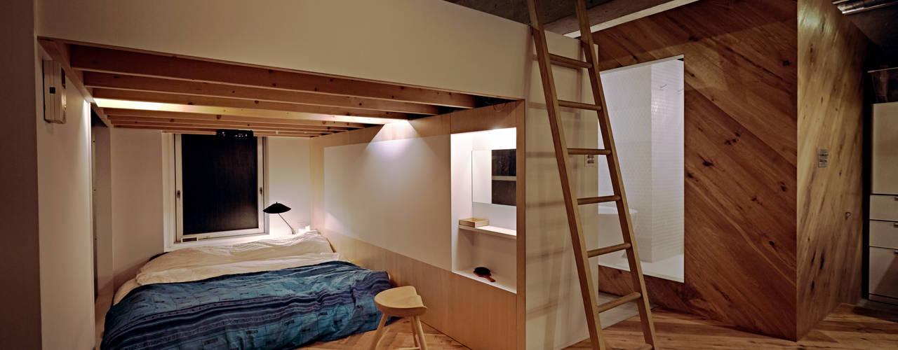 Chambre de style  par .8 / TENHACHI, Industriel