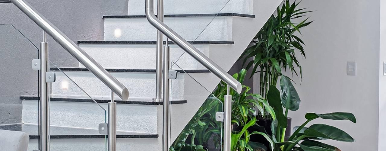 Corredores e halls de entrada  por Patrícia Azoni Arquitetura + Arte & Design