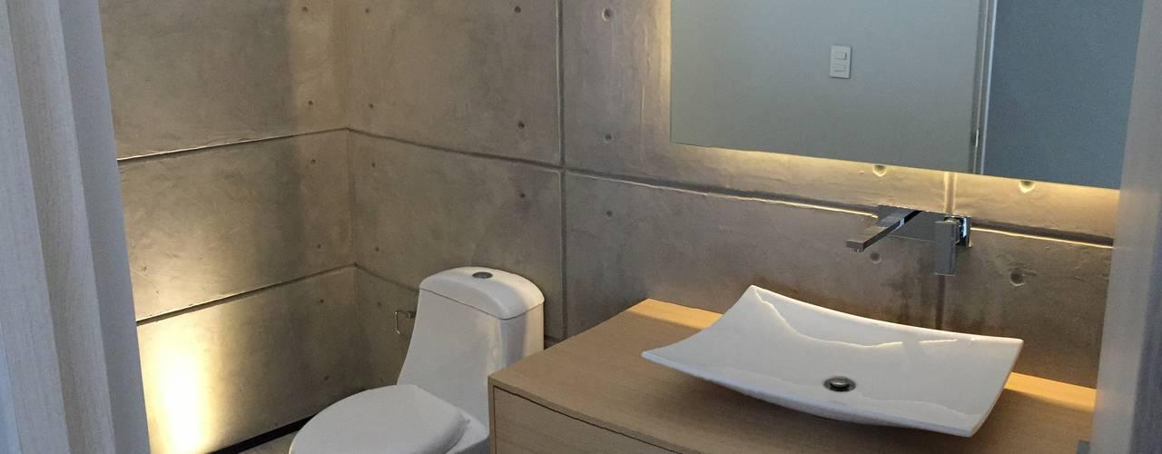 SANTIAGO PARDO ARQUITECTO Modern bathroom