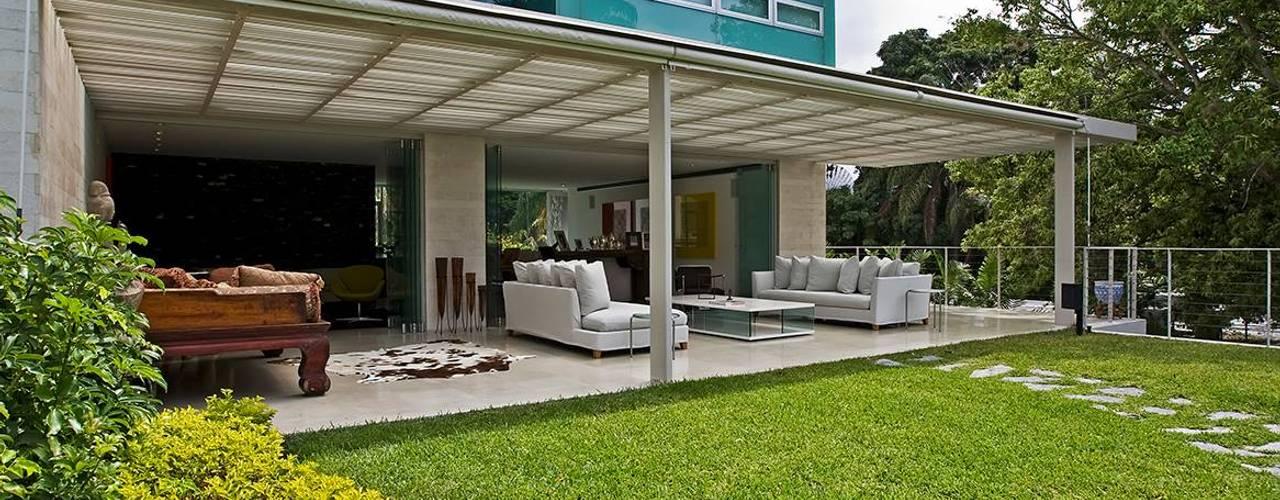 Modern Balkon, Veranda & Teras oda - oficina de arquitectura Modern