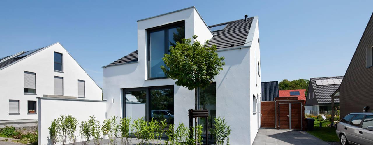Maisons de style  par Corneille Uedingslohmann Architekten