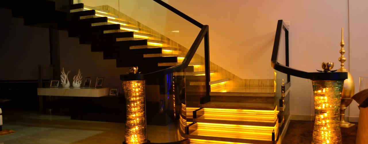 Residence for Mr. Khatter:  Corridor & hallway by MAANN DESIGN GROUP