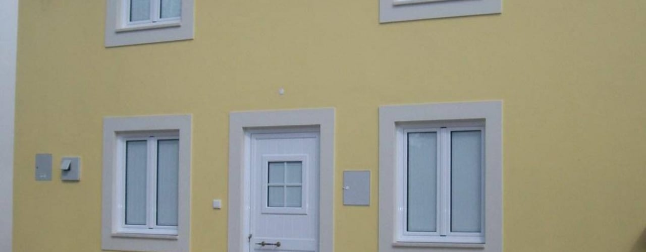 Construção de moradia V2 em estilo rústico para VENDA Atádega Sociedade de Construções, Lda Casas rústicas Amarelo