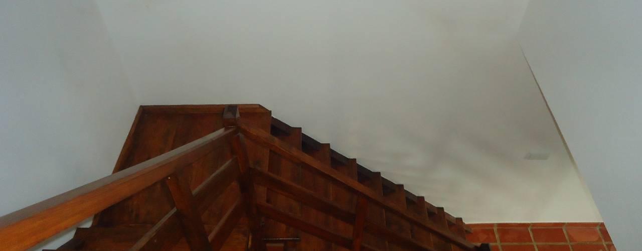 Балкон и терраса в рустикальном стиле от Atádega Sociedade de Construções, Lda Рустикальный
