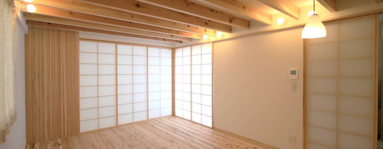 飾らない家/フレキシブルな空間 オリジナルな 窓&ドア の 加藤淳一級建築士事務所 オリジナル