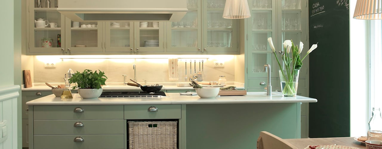 Kitchen by DEULONDER arquitectura domestica, Classic