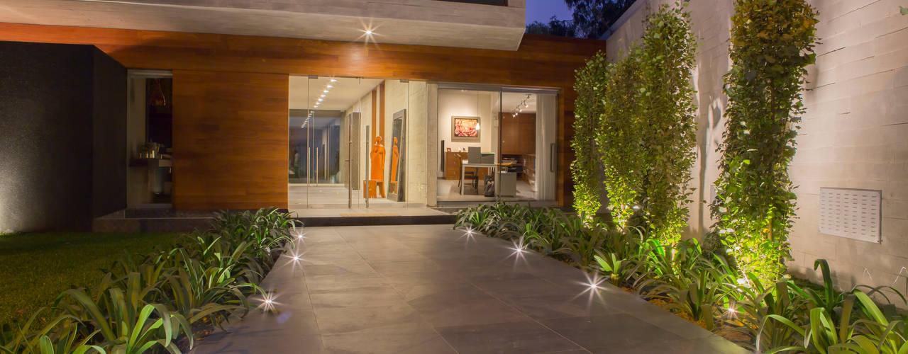 Minimalistische huizen van DLPS Arquitectos Minimalistisch