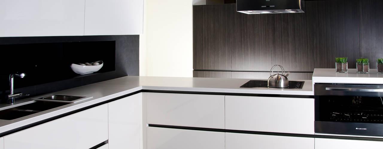 Modelo LUX:  de estilo  por Domi Cocinas