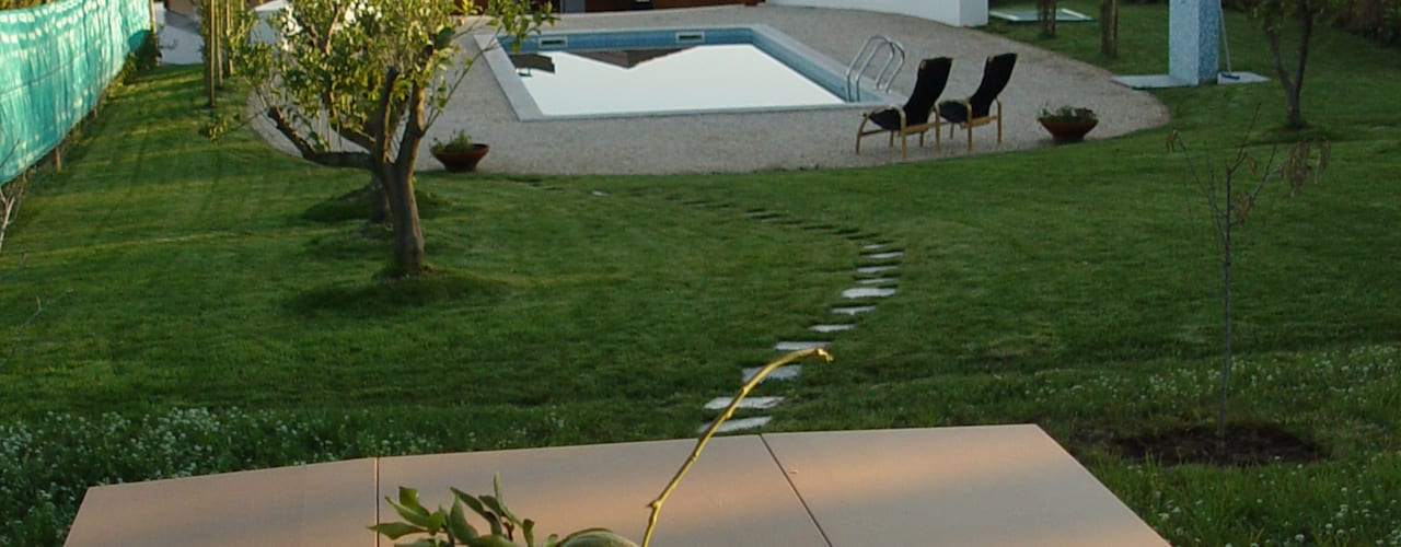 Garden by MIGUEL VISEU COELHO ARQUITECTOS ASSOCIADOS LDA, Modern