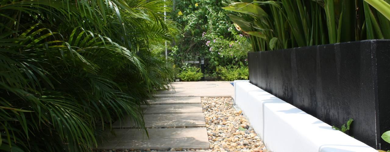 Casa Salazar: Jardines de estilo  por Camilo Pulido Arquitectos