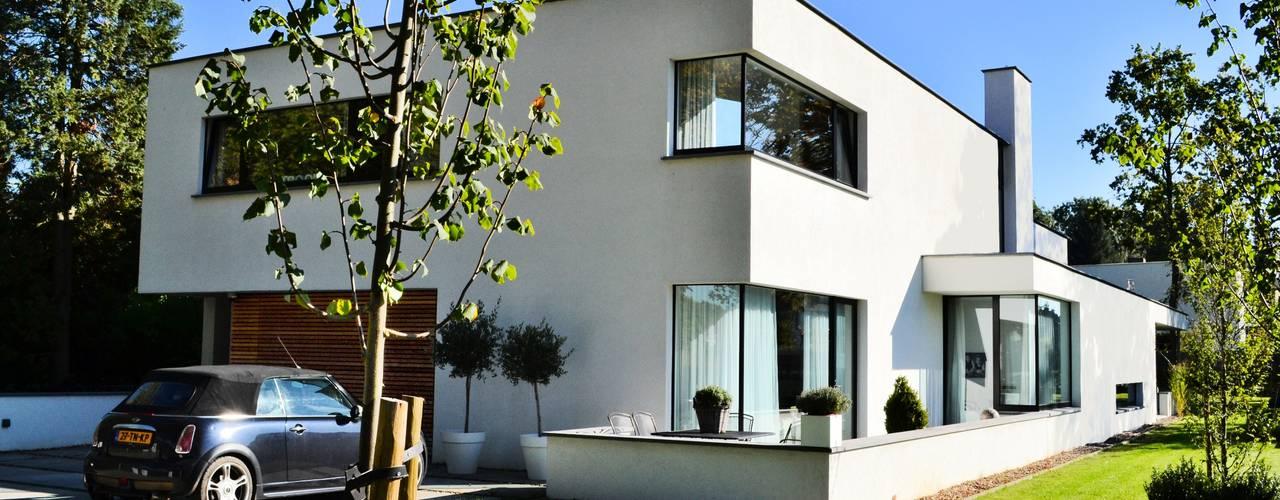 Villa te Voerendaal: minimalistische Huizen door FWP architectuur BV