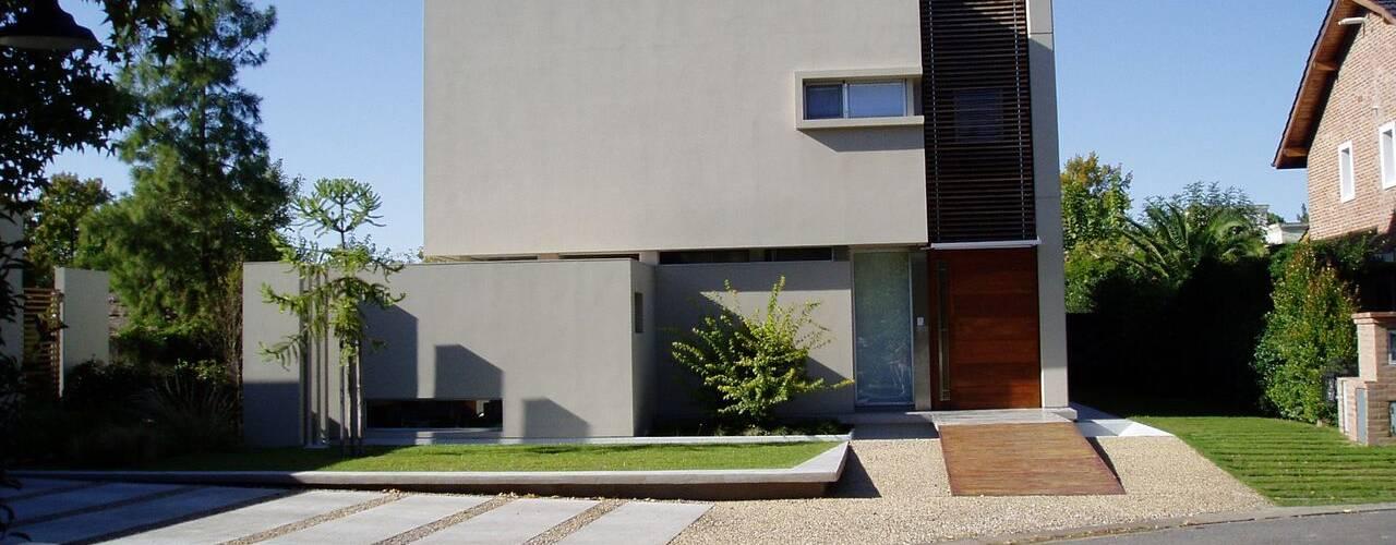 NR House Modern houses by gatarqs Modern