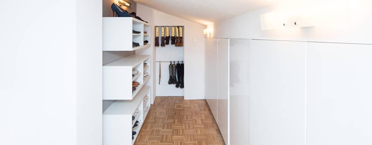 Dressing room by Karl Kaffenberger Architektur | Einrichtung, Modern