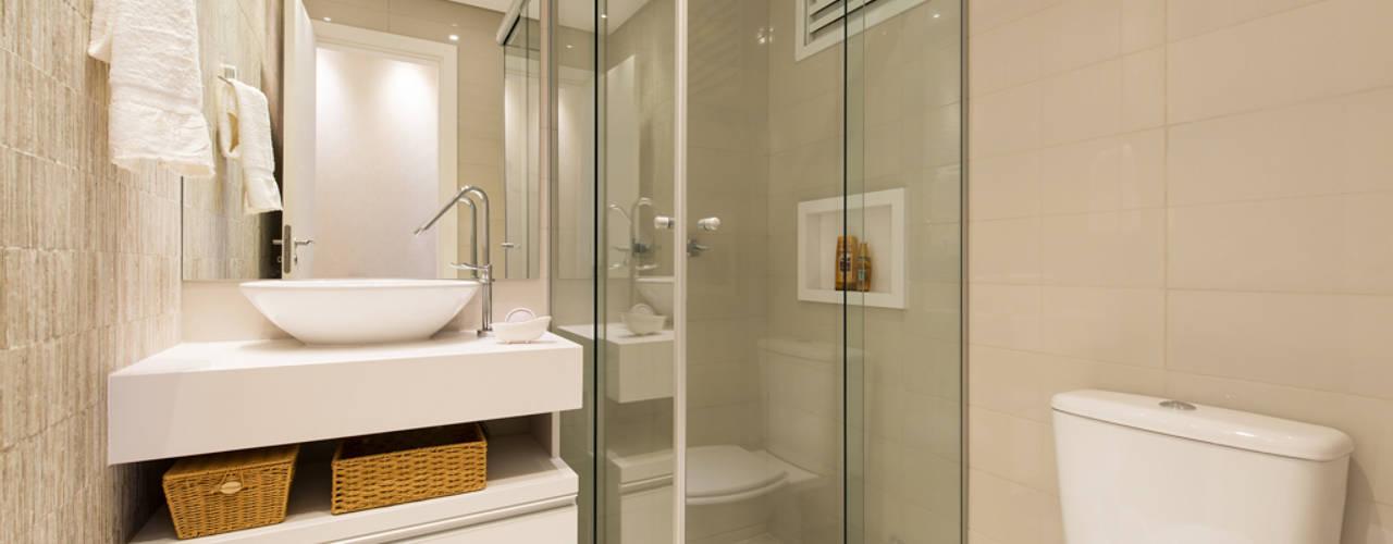 APARTAMENTO GRENWOOD - 65,00m² Banheiros modernos por TRÍADE ARQUITETURA Moderno