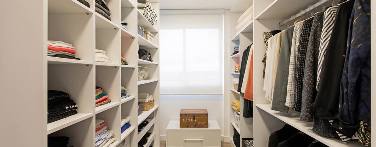 Vestidores y closets de estilo  por TRÍADE ARQUITETURA, Moderno