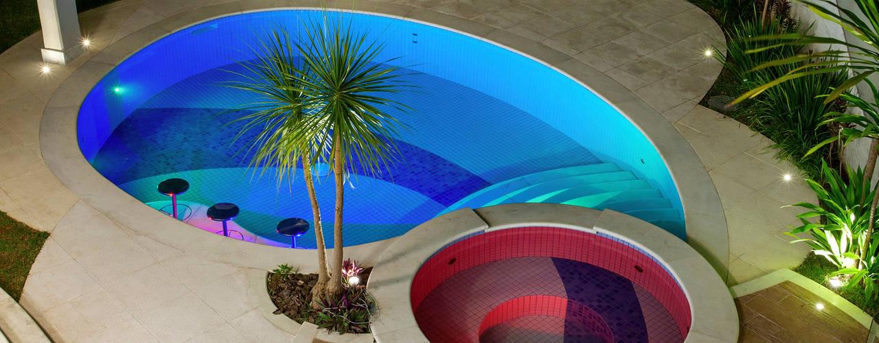 10 piscinas en altura que puedes instalar en el patio for Piscinas en altura