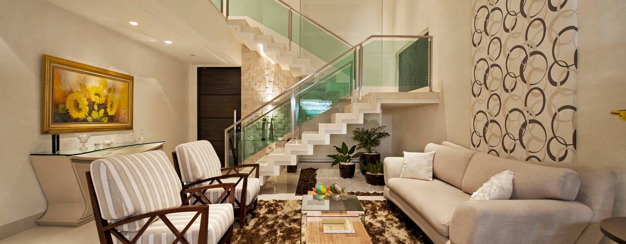 Salas de estilo minimalista de Livia Martins Arquitetura e Interiores Minimalista