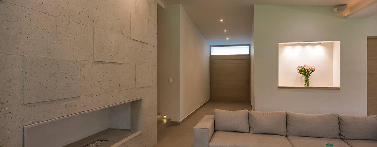 CASA EG: Salas de estilo moderno por ROMERO DE LA MORA