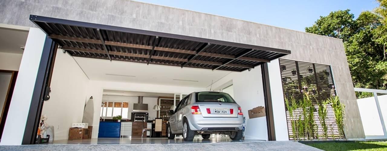 Roma Arquitetura Garajes de estilo moderno