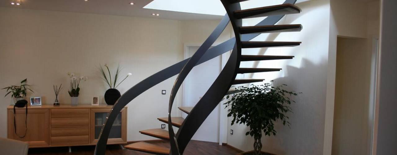 Modern corridor, hallway & stairs by Nautilus Treppen GmbH&Co.KG Modern