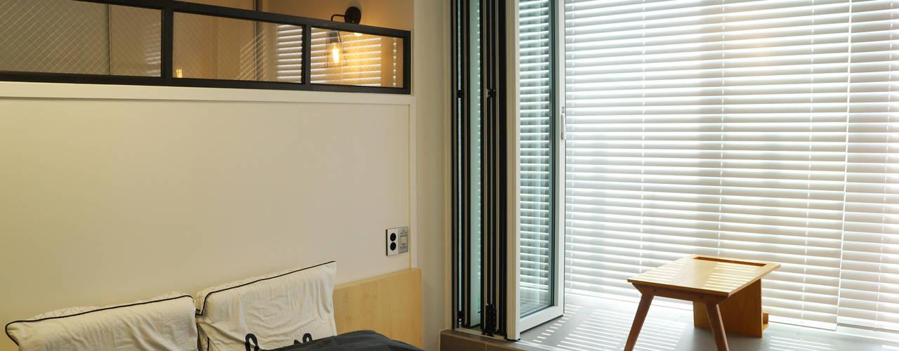 Спальня в стиле модерн от 디자인브리드 Модерн