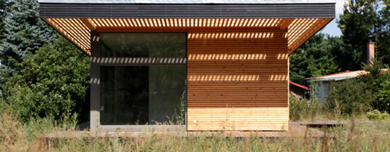 Neues Sommerhaus PIU 65 mit noch mehr Licht SOMMERHAUS PIU - YES WE WOOD Skandinavischer Balkon, Veranda & Terrasse Holz