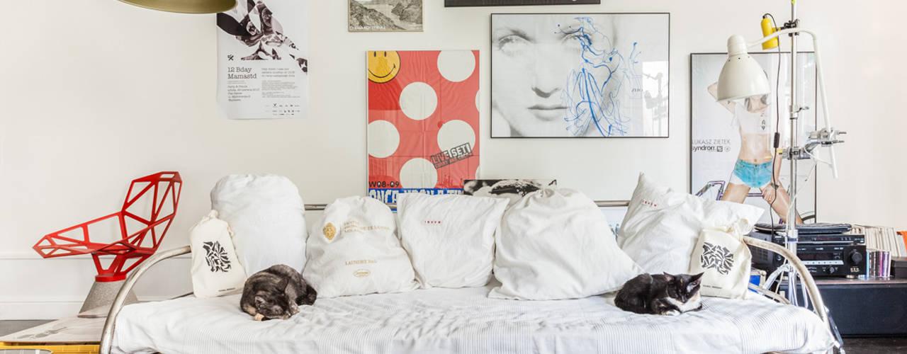 Our photoshoot of apartment design by Mama Studio: styl , w kategorii Salon zaprojektowany przez Ayuko Studio