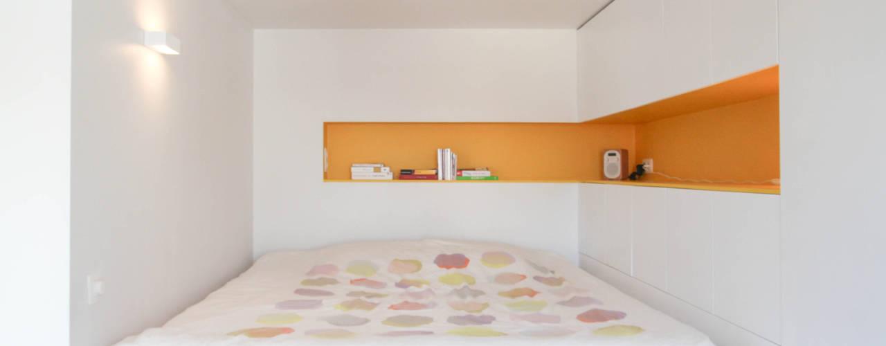 ห้องนอน by Alizée Dassonville | architecture