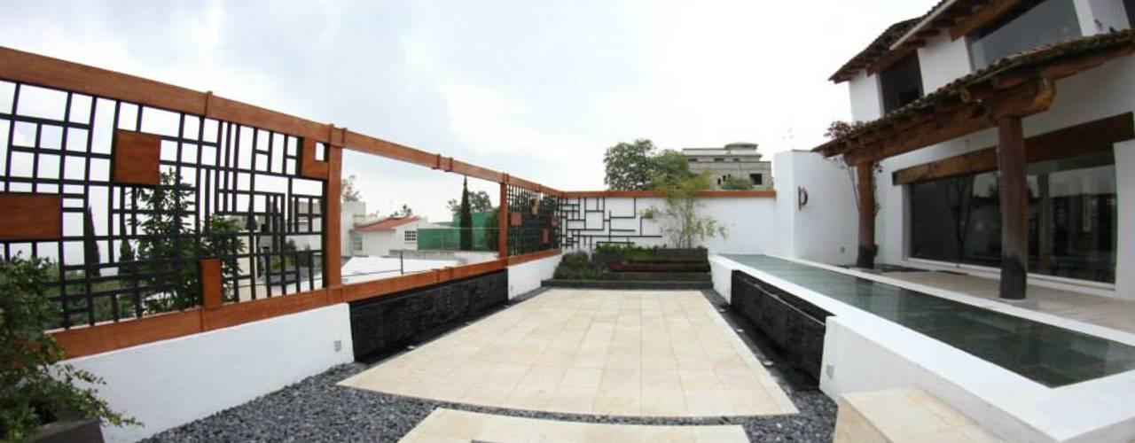 Balcones y terrazas de estilo moderno de homify Moderno