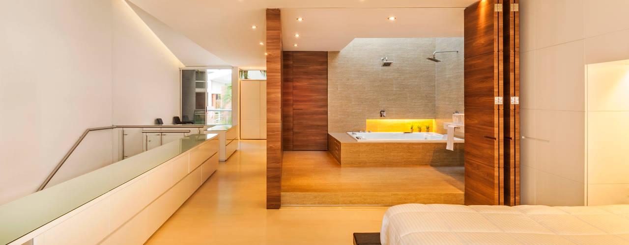 Baños de estilo  por FR ARQUITECTURA S.A.S.