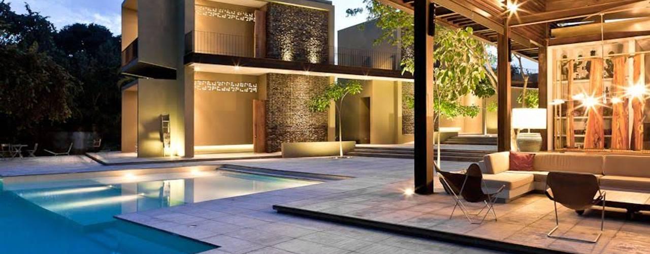 Terrazas de estilo  por PLUS Arquitectura y Diseño Ltda., Moderno