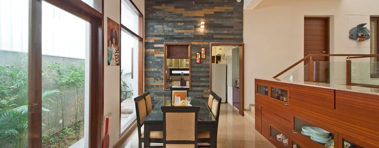 Sajeev kumar and family's Residence at Girugambakkam:  Dining room by  Murali architects