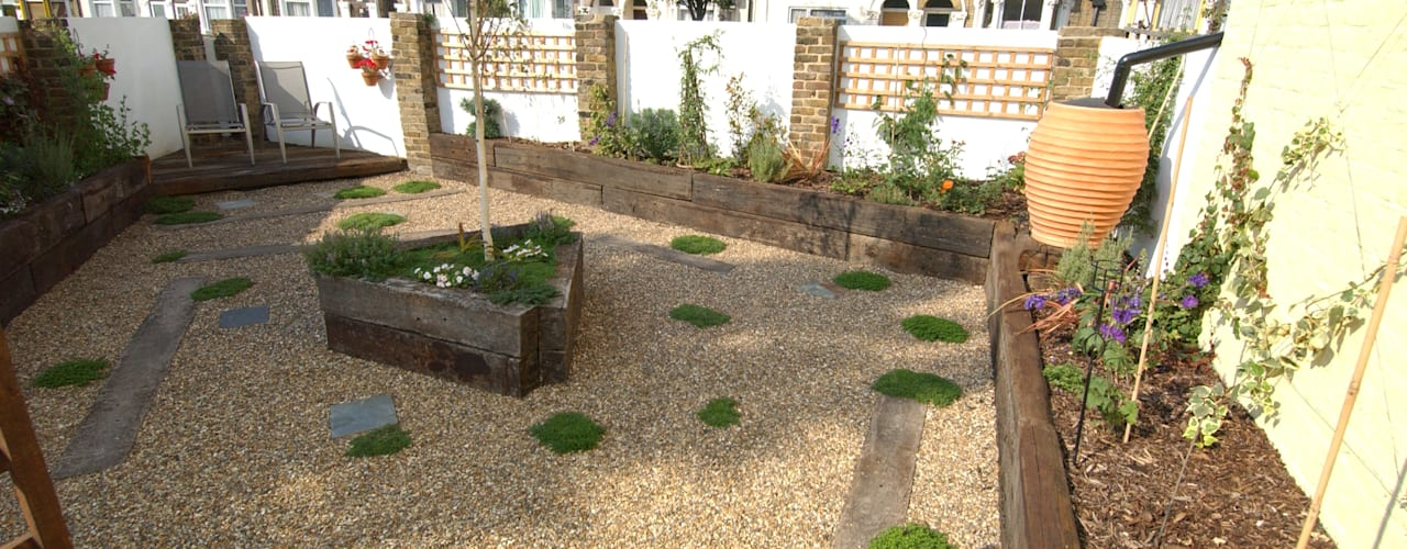 Fruit and Vegetable Garden - East London Rustic style garden by Earth Designs Rustic