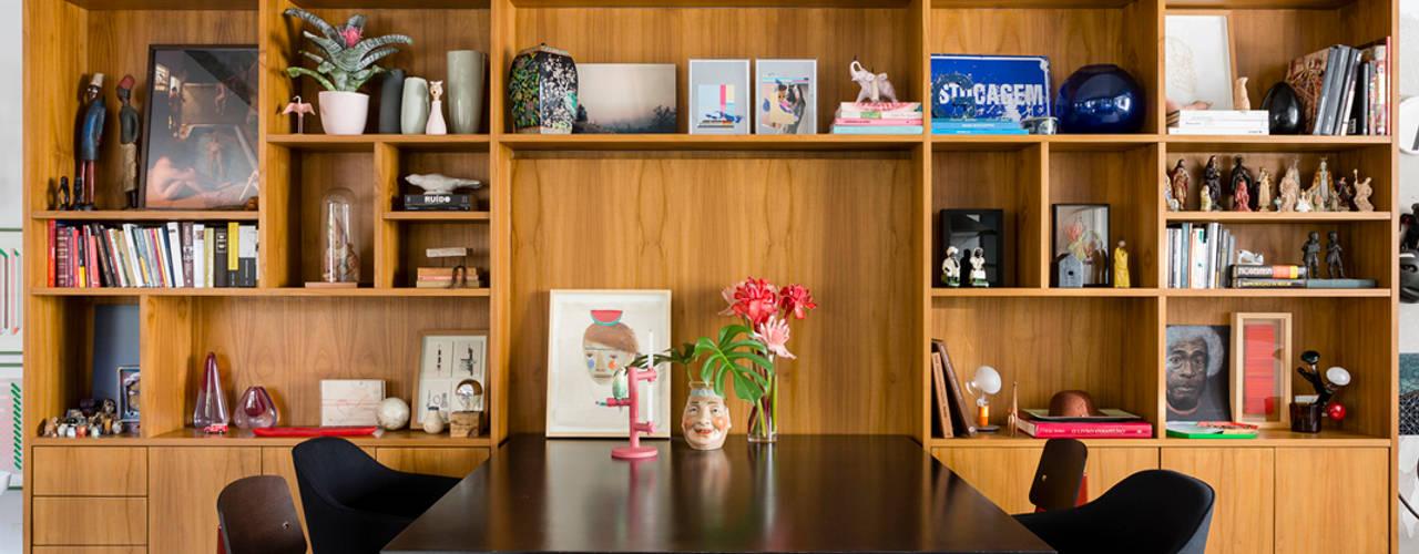 Minimalist dining room by RSRG Arquitetos Minimalist