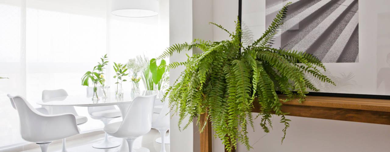 Modern dining room by INÁ Arquitetura Modern